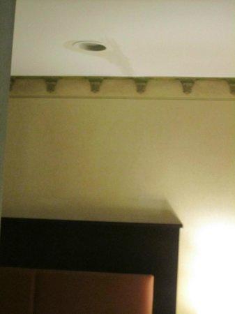 La Quinta Inn Manhattan:                   location of the leak