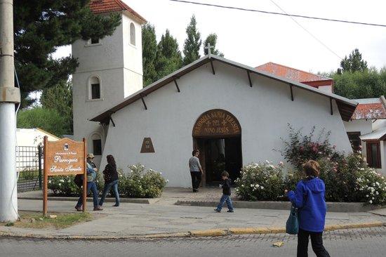 Santa Teresita del Niño Jesús:                   Vista da Igreja por fora