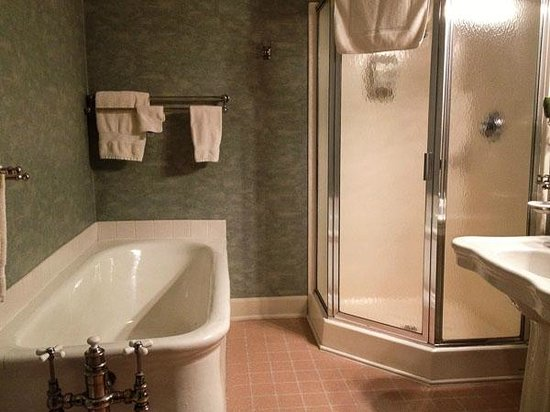The Cozy Afghan:                   Bathroom - room 54