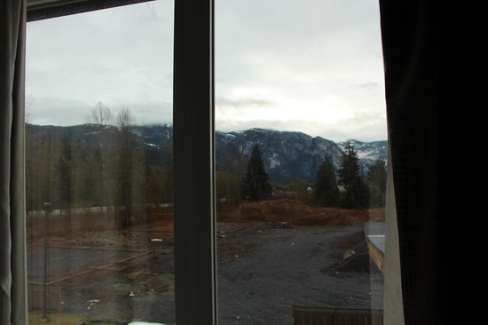 Sandman Hotel & Suites Squamish : view of Chief but bad weather