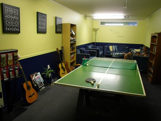 Pacific Coast Lodge and Backpackers: Awesome games room!