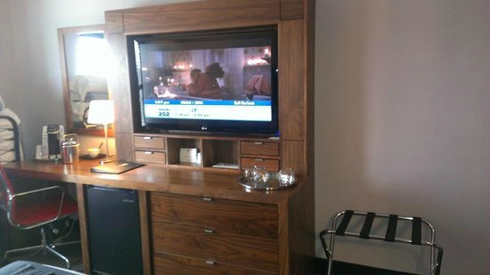 "St. Paul Hotel :                   50"" tv"