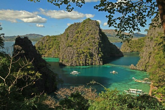 Two Seasons Coron Island Resort & Spa: View from entrance to Kayangan Lake