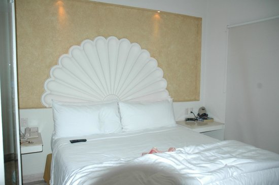 Velas Vallarta: King Bed room-beds are so comfortable