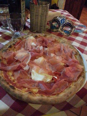Al Calesse: Pizza Calesse à 10€! La meilleure à mon goût.