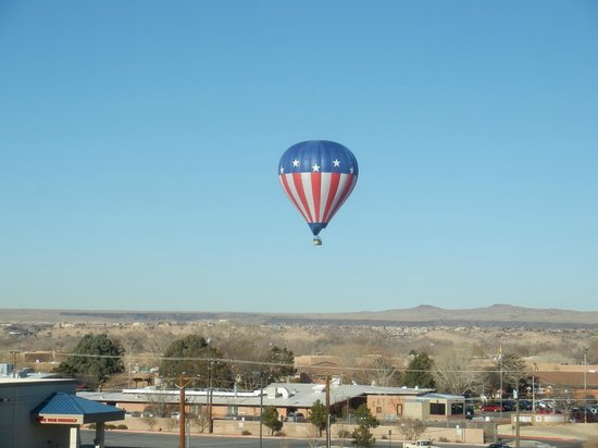 Holiday Inn Express & Suites Albuquerque Old Town:                   Balloons out our window a nice treat too!