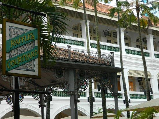 Raffles Hotel Singapore:                   Raffles courtyard