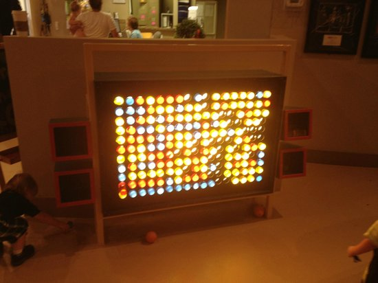 The Woodlands Children's Museum: Lightwall play