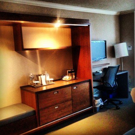 Hilton Toronto Airport & Suites: Hotel room