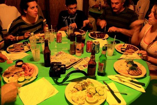 Mamacita's Guest House:                   tutti a tavola