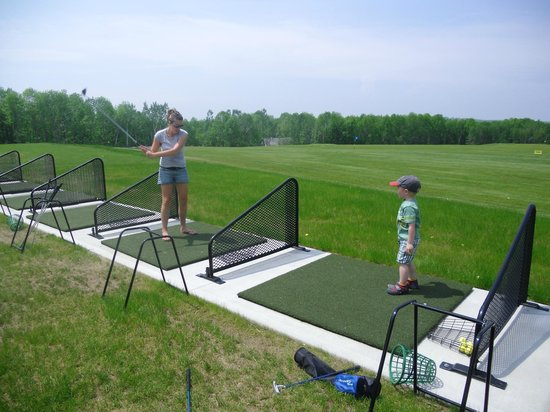 Poland Spring Resort: Full Size driving range with lessons and clinics