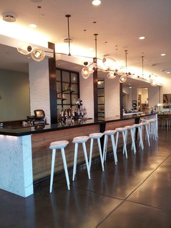 Andaz Savannah: Cool bar area