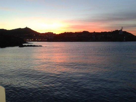 Le Poisson Rouge:                   couché de soleil vue de la terrasse du poisson rouge