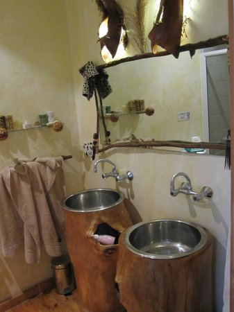Villa Surprise:                   Africa room bathroom