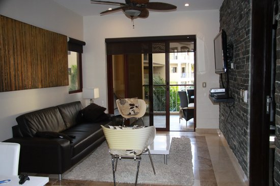 Residences El Faro: living room