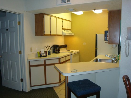 Staybridge Suites San Francisco Airport: Kitchen, Living, Eating area