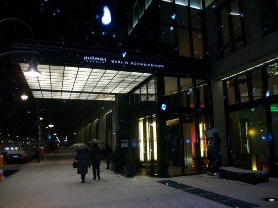 Pullman Berlin Schweizerhof:                   Entrance to Pullman
