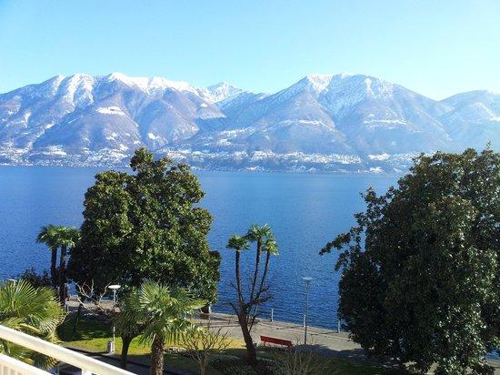 H+ La Palma Hotel & Spa Locarno:                   Blick vom Zimmer-Balkon (332) direkt auf den See