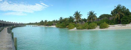 Kuredu Island Resort & Spa: Kuredu : Beach bungalow en face des pilotis