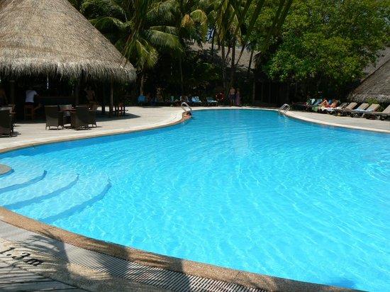 Kuredu Island Resort & Spa: Kuredu : piscine du centre del'ile