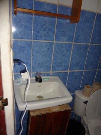 Cabinas El Icaco Tortuguero:                   bathroom