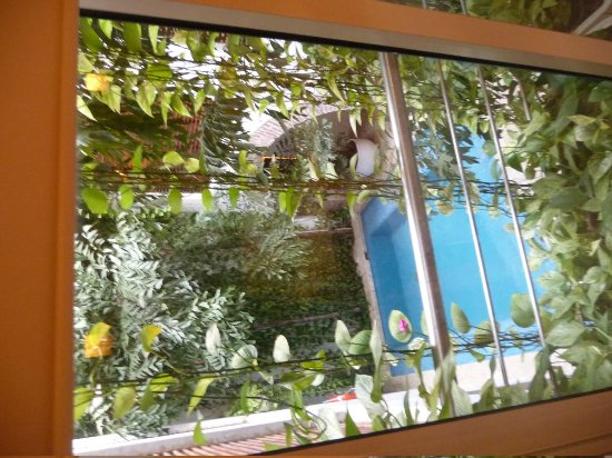 Casa Claver Loft Boutique Hotel :                                     View of ground floor pool from bedroom
