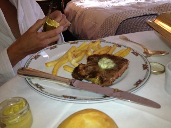 Hotel de Paris: Steak, room service