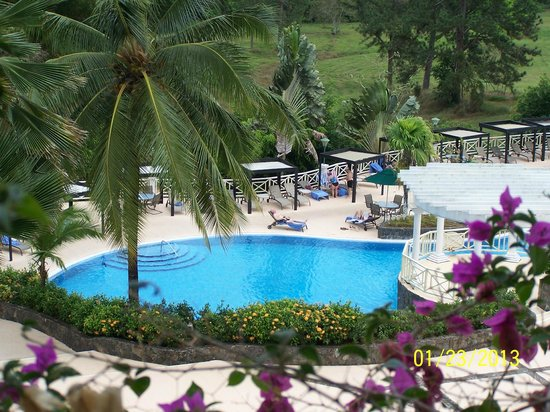 Gamboa Rainforest Resort :                   Closer view of one of pools