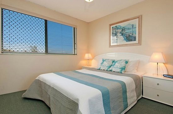 Fairseas Apartments: Master bedroom with ensuite and Queen size beds