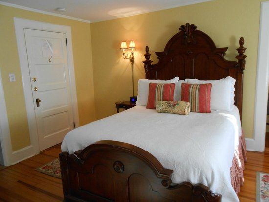 Pinecrest Bed & Breakfast:                   Comfortable bed, pillows, and linens