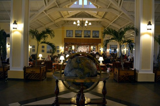Blau Marina Varadero Resort:                   Lobby,