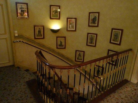 As Janelas Verdes: L'escalier, joliment décoré comme tout le reste