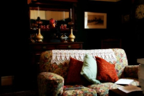 Dylan Thomas Birth Place:                   Front Room No 5 Cwmdonkin Drive