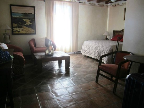 Ana Catalina: Room with Queen bed.