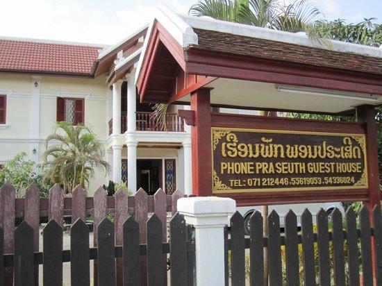 Phone Praseuth Guesthouse:                   guesthouse facade