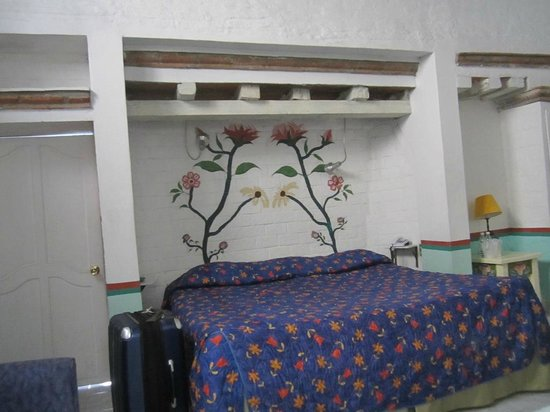 Hostal Cantarranas:                   My room with queen bed.