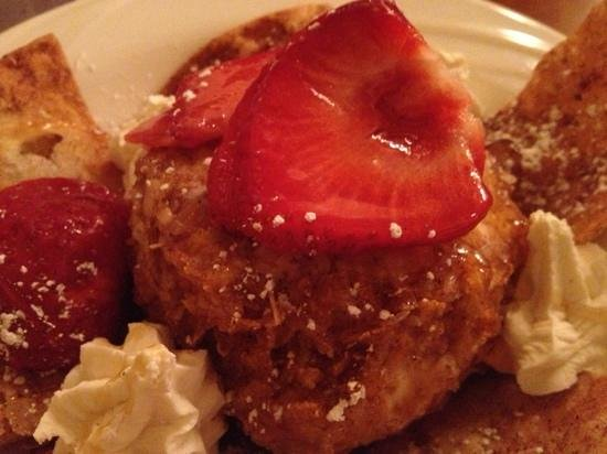 Leelynn's Dinning Room & Lounge: Fried ice cream with hazelnut chocolate center