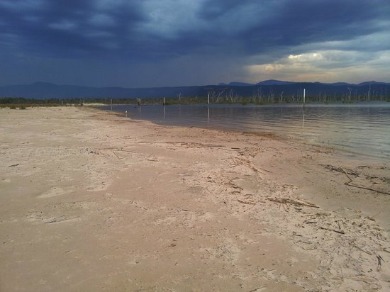 Lake Fyans Holiday Park:                   Lake Fyans with grampians in the backgroudn and storm