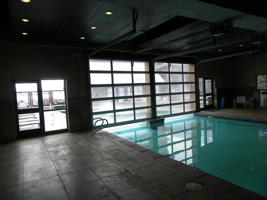Newpark Resort & Hotel: Indoor/Outdoor heated pool