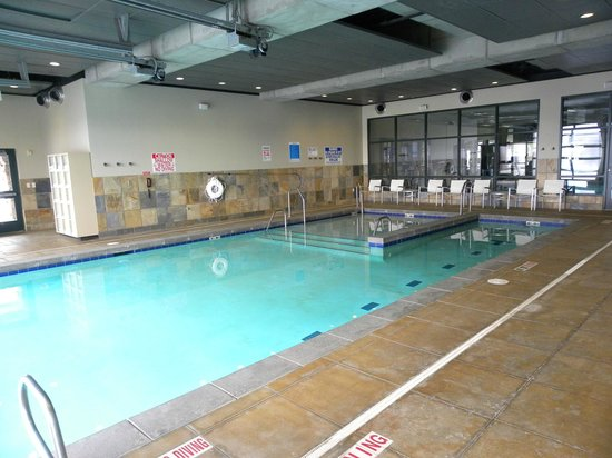 Newpark Resort & Hotel: Heated indoor/outdoor pool