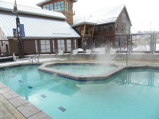 Newpark Resort & Hotel: Hot tub and pool