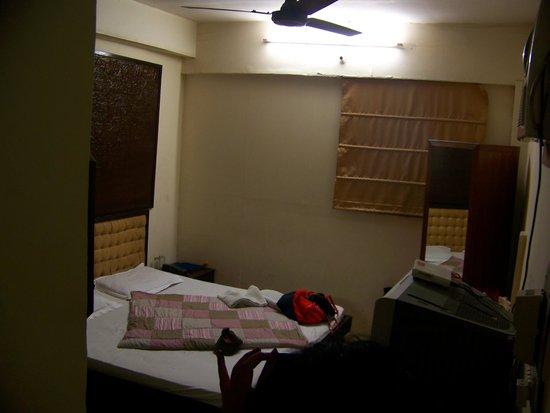 Janpath Guest House:                   Eerie fluorescent lighting