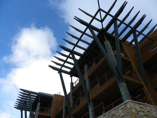 Newpark Resort & Hotel: Outside detailing on hotel