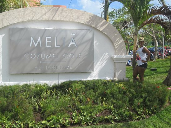 Melia Cozumel Golf - All Inclusive:                   Front of resort
