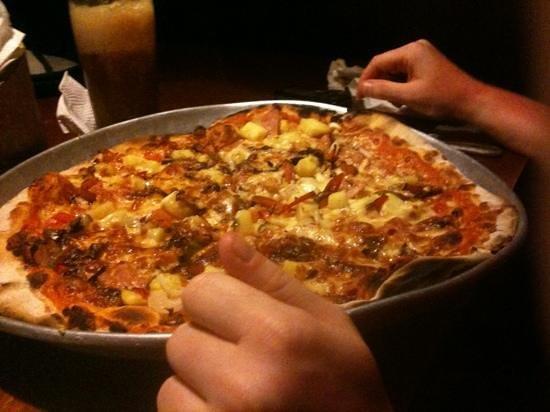 Mary's Restaurant:                   pizza hawaian grande
