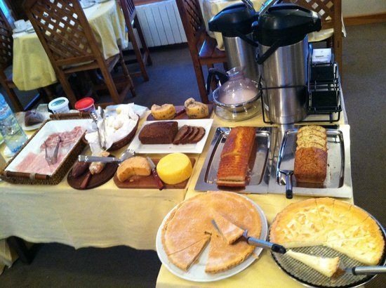 Hosteria Angelina:                   Buffet Breakfast
