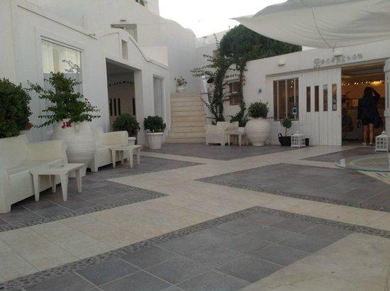 Rocabella Santorini Resort & Spa:                                                       Rocabella Entrance