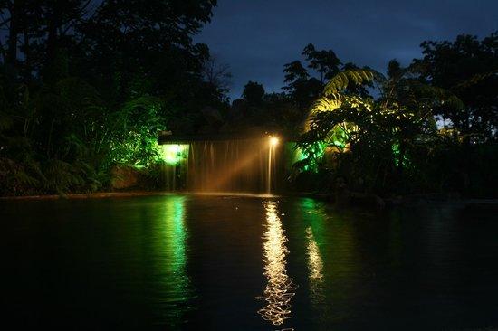Hotel El Silencio del Campo : Hot springs at night