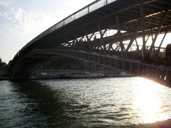 Passerelle Leopold-Sedar-Senghor: very lovely bridge