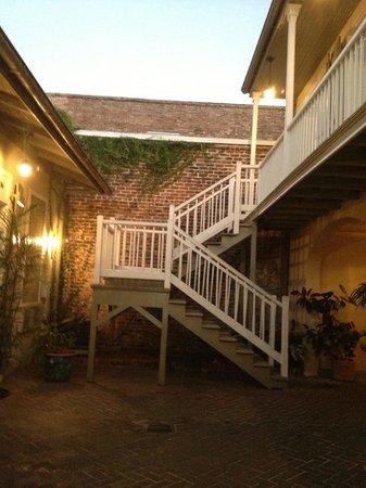 دوفين أورليانز هوتل:                   Courtyard a the Hermann House                 